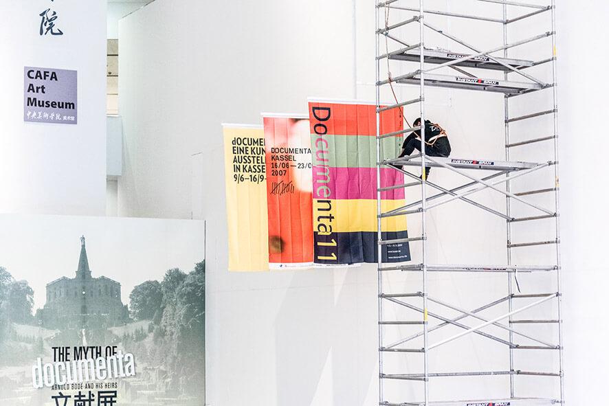 17_03_01_Ausstellung_Mythos documenta_19cm__MSO1583_com